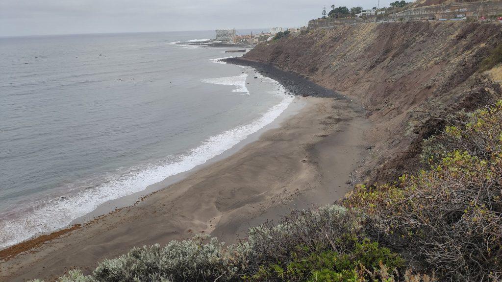 Foto de la Playa del Arenal y Punta del Hidalgo al fondo