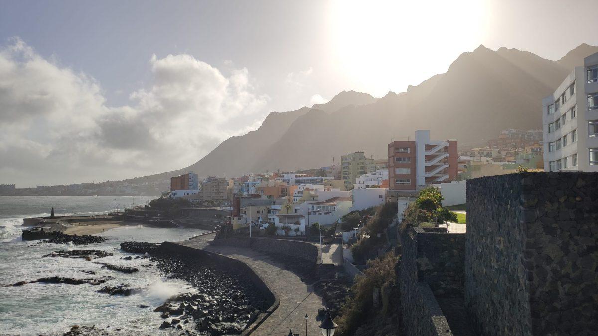 Foto general del pueblo de Bajamar en Tenerife